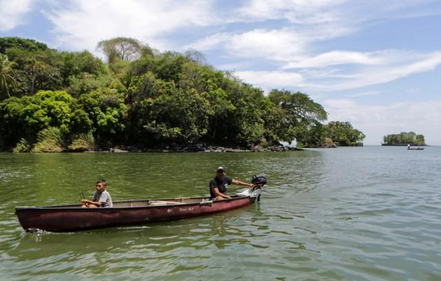 La déforestation et le déversement quotidien de 50000... (PHOTO INTI OCON, ARCHIVES AFP)