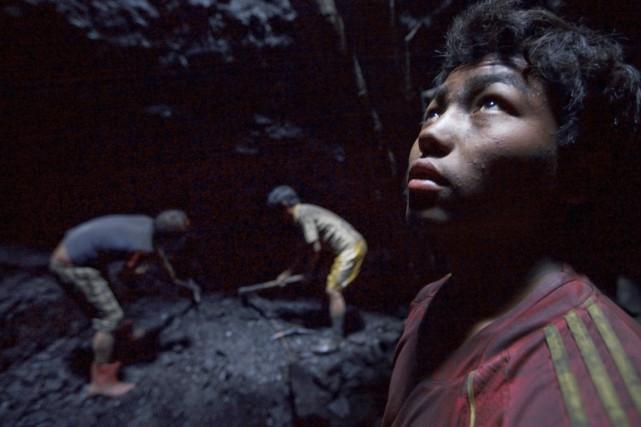 Des enfants travaillent dans une mine de Khliehriat,... (PHOTO KUNI TAKAHASHI, ARCHIVES THE NEW YORK TIMES)