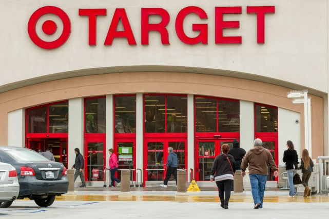 Les supermarchés américains Target, dont le logo rouge et blanc ressemble à une... (Photo Damian Dovarganes, AP)