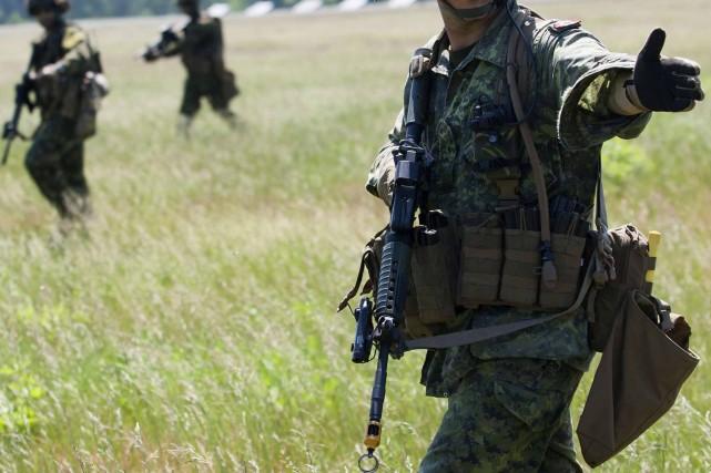 Des soldats du troisième bataillon participent à un... (Photo archives Reuters)