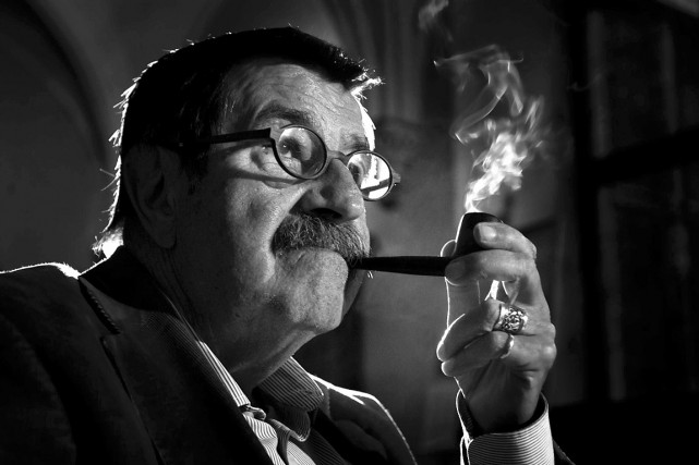 Le prix Nobel de littérature Günter Grass, photographié... (PHOTO Dominik Sadowski, REUTERS)