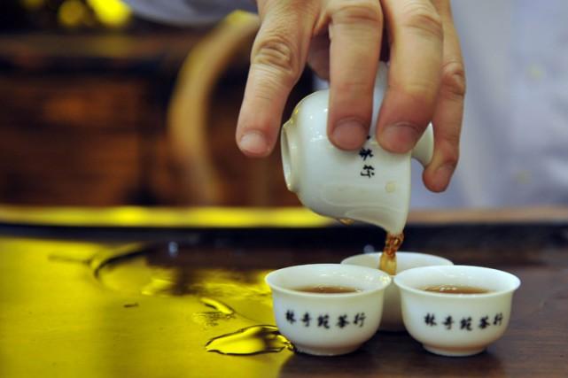 Un composé de thé vert associé à une stimulation spécifique ont permis... (ARCHIVES AFP)