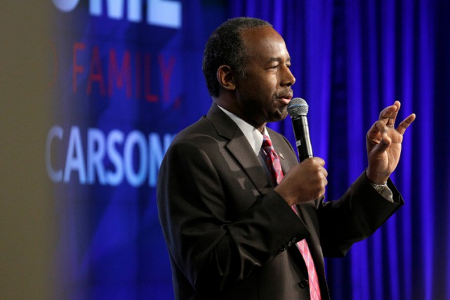 Ben Carson s'exprime devant ses employés à Washington,... (PHOTO REUTERS)