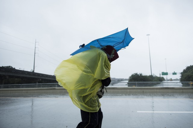 L'immense quantité de pluie déversée sur le Texas par la tempête Harvey a battu... (PHOTO AFP)