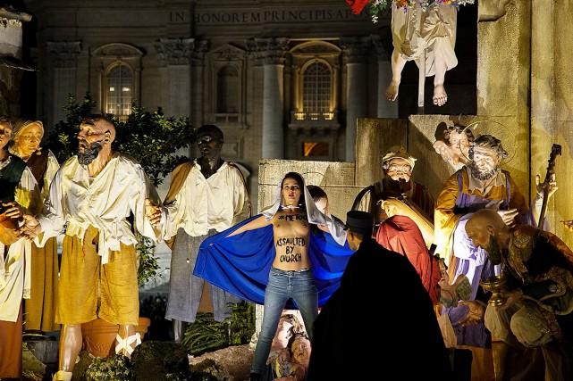 La Femen a eu le temps de montrer... (PHOTO FEMEN VIA AFP)