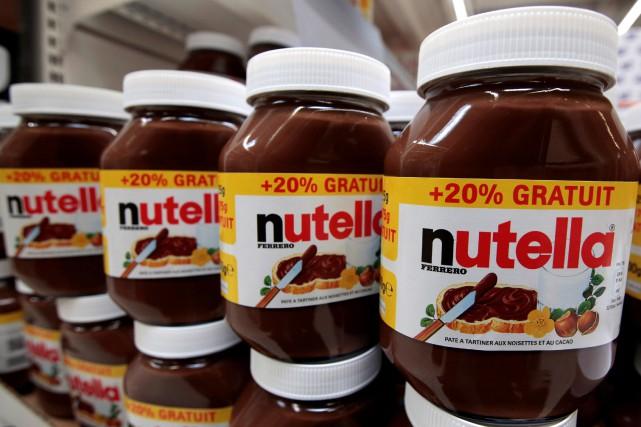 Une promotion de 70% sur des pots de la pâte à tartiner Nutella, proposée jeudi... (Photo Eric Gaillard, archives Reuters)