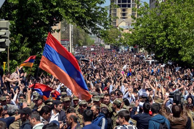 Des milliers de manifestants réunis lundi sur la... (PHOTO AFP)
