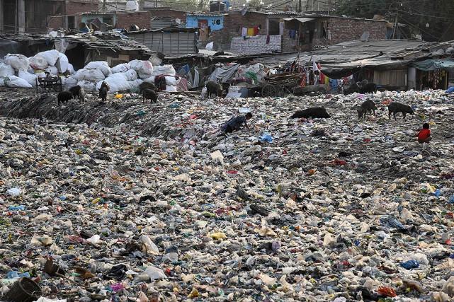 Les sacs en plastique, les emballages alimentaires et... (Dominique FAGET, AFP)