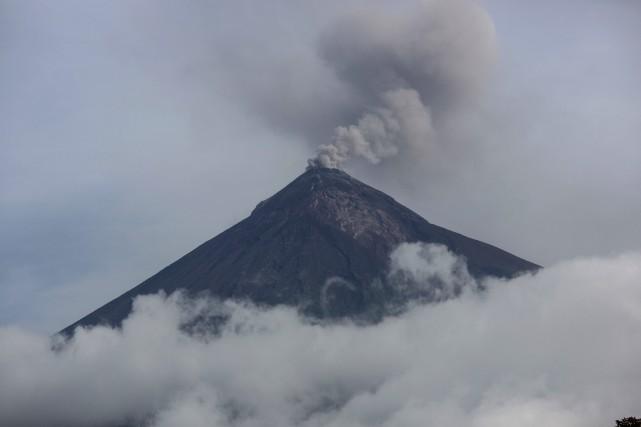 L'activité du Volcan de feu est étroitement observée... (PHOTO Rodrigo Abd, AP)