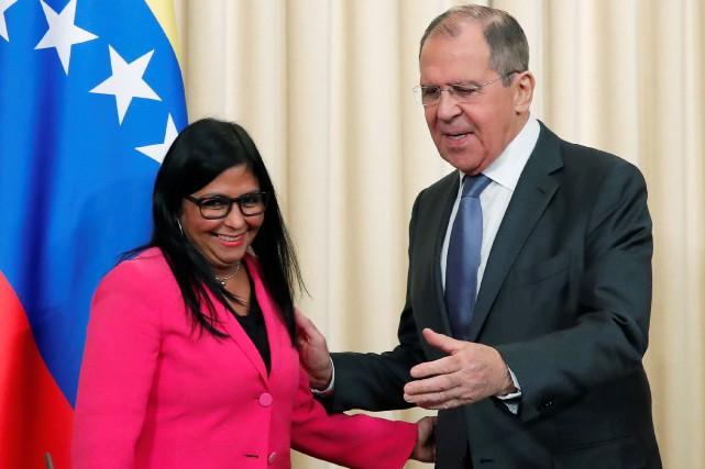 La vice-présidente vénézuélienne Delcy Rodriguez et le ministre... (PHOTO MAXIM SHEMETOV, REUTERS)