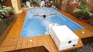 Nager  contrecourant dans sa piscine  Sbastien Templier  Piscines et spas