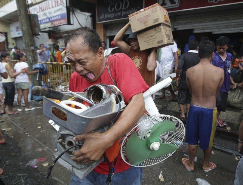 Philippines: les rescapés prêts à tout pour survivre