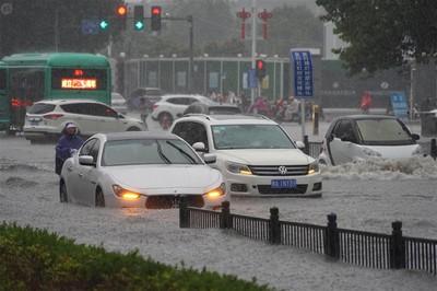 china floods foxconn