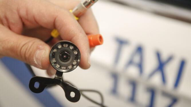 Una treintena de taxistas ya tienen cámaras de videovigilancia