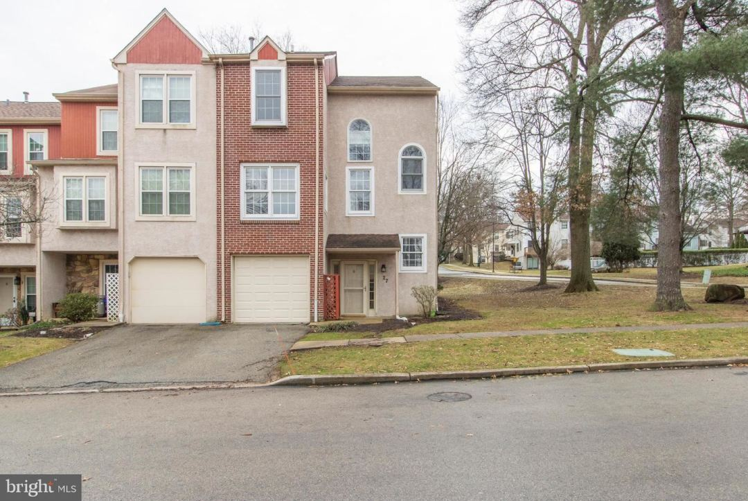 Photo for 27 FORSYTHIA CT, LAFAYETTE HILL, PA 19444 (MLS # PAMC638020)