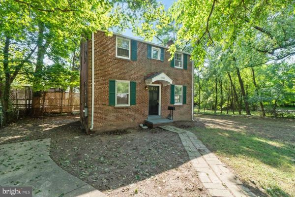 Photo of 4902 RIVER RD, BETHESDA, MD 20816 (MLS # MDMC720050)