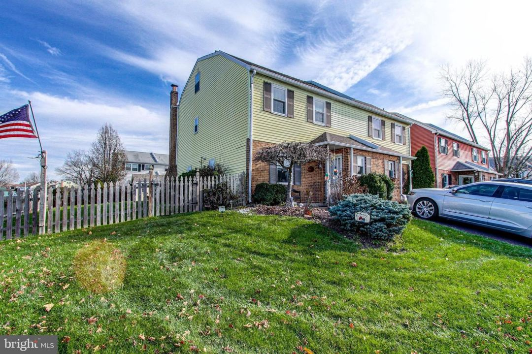 Photo for 1 NAYLOR CT, QUAKERTOWN, PA 18951 (MLS # PABU516134)