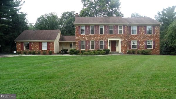 Photo of 9414 BRIAN JAC CT, GREAT FALLS, VA 22066 (MLS # VAFX1150236)