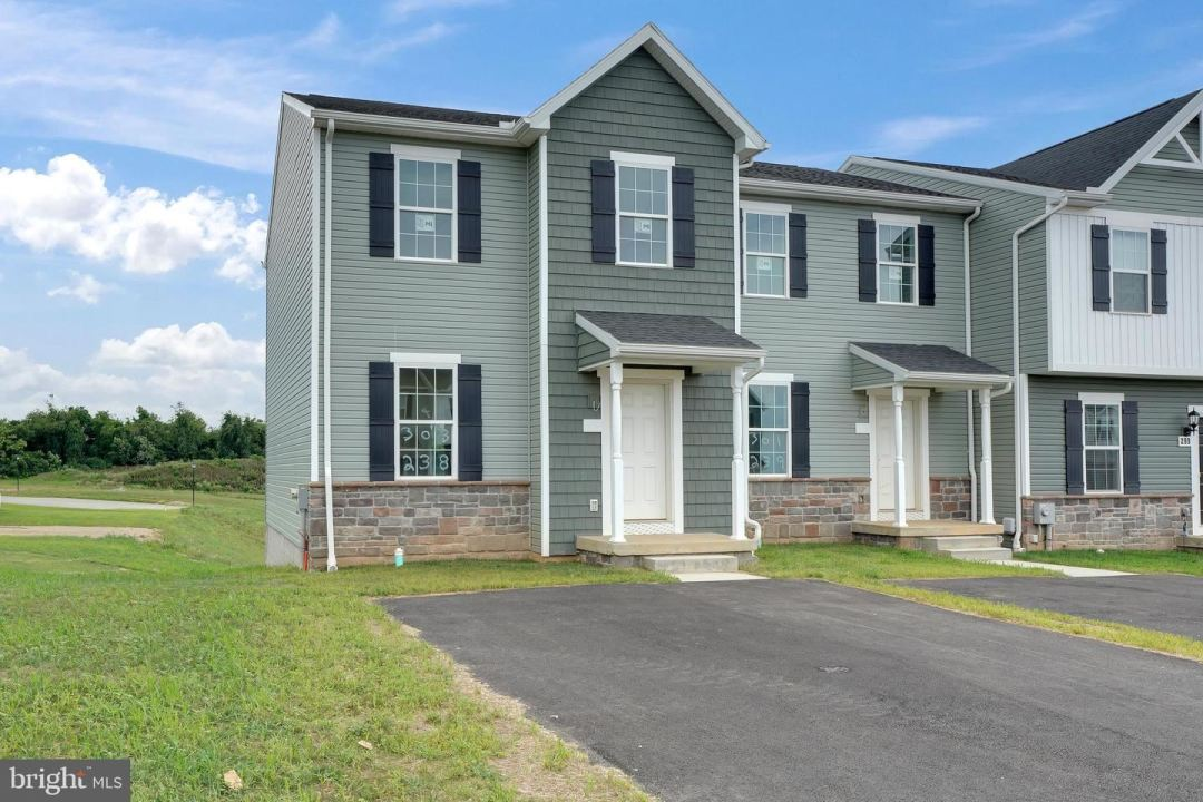 Photo of 260 HOMESTEAD DR #214, HANOVER, PA 17331 (MLS # PAYK145266)