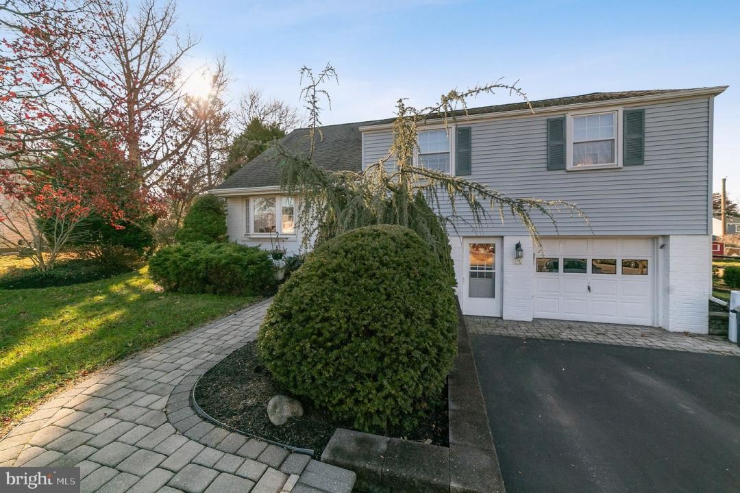 Photo for 138 CINNAMON HILL RD, KING OF PRUSSIA, PA 19406 (MLS # PAMC632790)