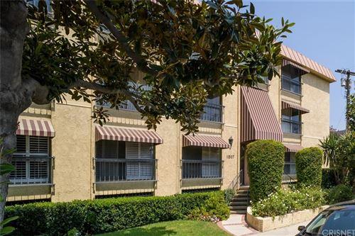 Photo of 11507 Moorpark Street #202, Studio City, CA 91602 (MLS # SR21202016)