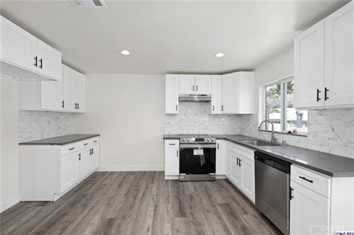 Photo of 707 E Orange Grove Avenue #E, Burbank, CA 91501 (MLS # 320006134)