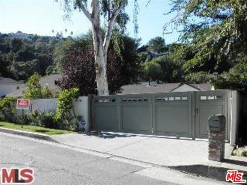 Photo of 4009 BEVERLY GLEN, Sherman Oaks, CA 91423 (MLS # 20555226)