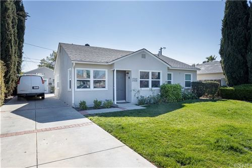 Photo of 17540 Lorne Street, Northridge, CA 91325 (MLS # SR21038261)
