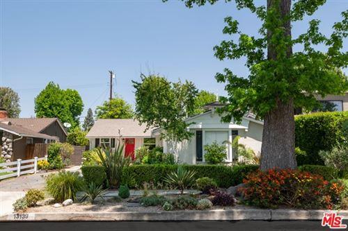 Photo of 13139 Weddington Street, Sherman Oaks, CA 91401 (MLS # 21731288)