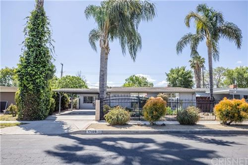 Photo of 17980 Keswick Street, Reseda, CA 91335 (MLS # SR21089391)