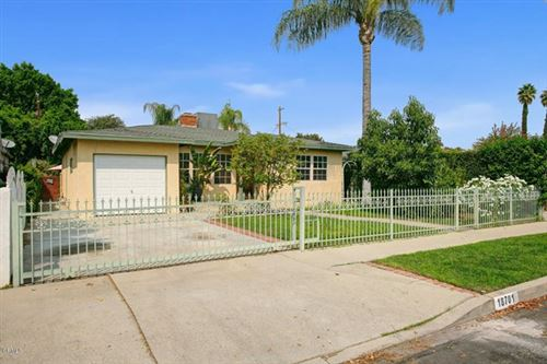 Photo of 18701 Cohasset Street, Reseda, CA 91335 (MLS # P1-1412)