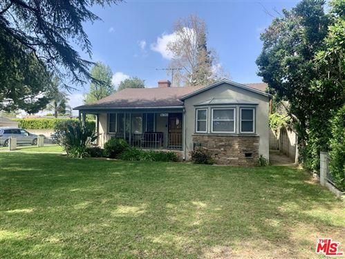 Photo of 13627 Chandler Boulevard, Sherman Oaks, CA 91401 (MLS # 21732434)