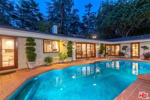 Photo of 4859 Queen Florence Lane, Woodland Hills, CA 91364 (MLS # 21748440)