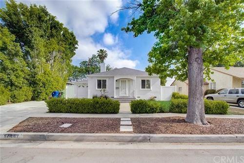 Photo of 17447 Emelita Street, Encino, CA 91316 (MLS # BB21101453)