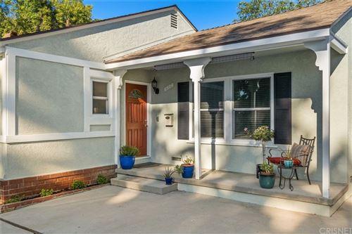 Photo of 6504 Hanna Avenue, Woodland Hills, CA 91303 (MLS # SR21204519)