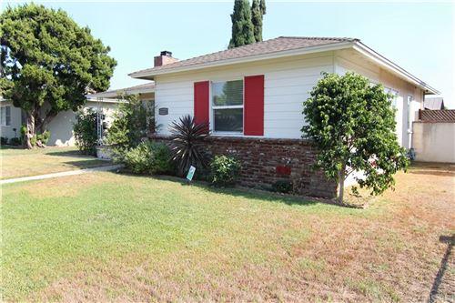 Photo of 17124 Keswick Street, Lake Balboa, CA 91406 (MLS # SR21179610)