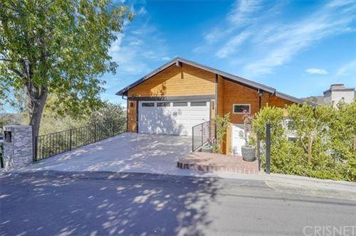 Photo of 4250 Alhama Drive, Woodland Hills, CA 91364 (MLS # SR21127673)