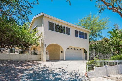 Photo of 22239 De La Osa Street, Woodland Hills, CA 91364 (MLS # SR21128732)