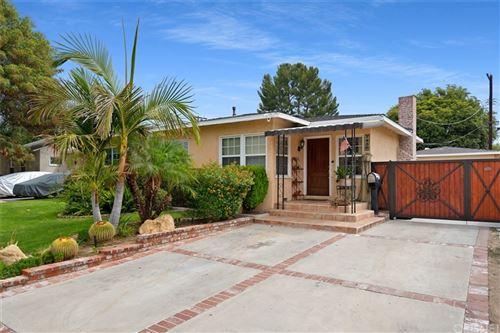 Photo of 7436 Genesta Avenue, Lake Balboa, CA 91406 (MLS # SR21189785)