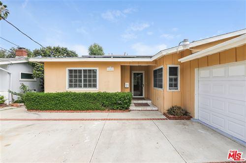 Photo of 16427 Haynes Street, Lake Balboa, CA 91406 (MLS # 21771894)