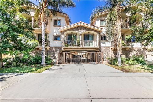 Photo of 6541 Odessa Avenue #11, Lake Balboa, CA 91406 (MLS # SR21188953)