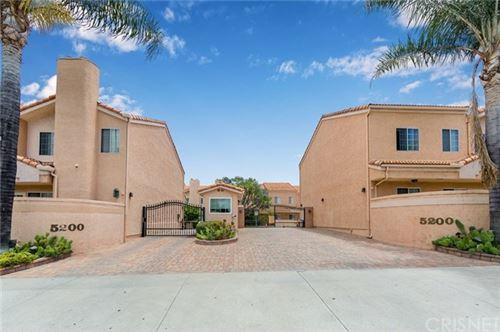 Photo of 5200 White Oak Avenue #11, Encino, CA 91316 (MLS # SR20110973)