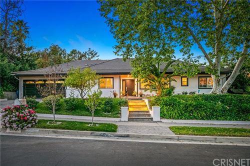 Photo of 23731 Clarendon Street, Woodland Hills, CA 91367 (MLS # SR21074983)