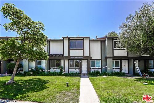 Photo of 19050 Archwood Street #6, Reseda, CA 91335 (MLS # 21765992)