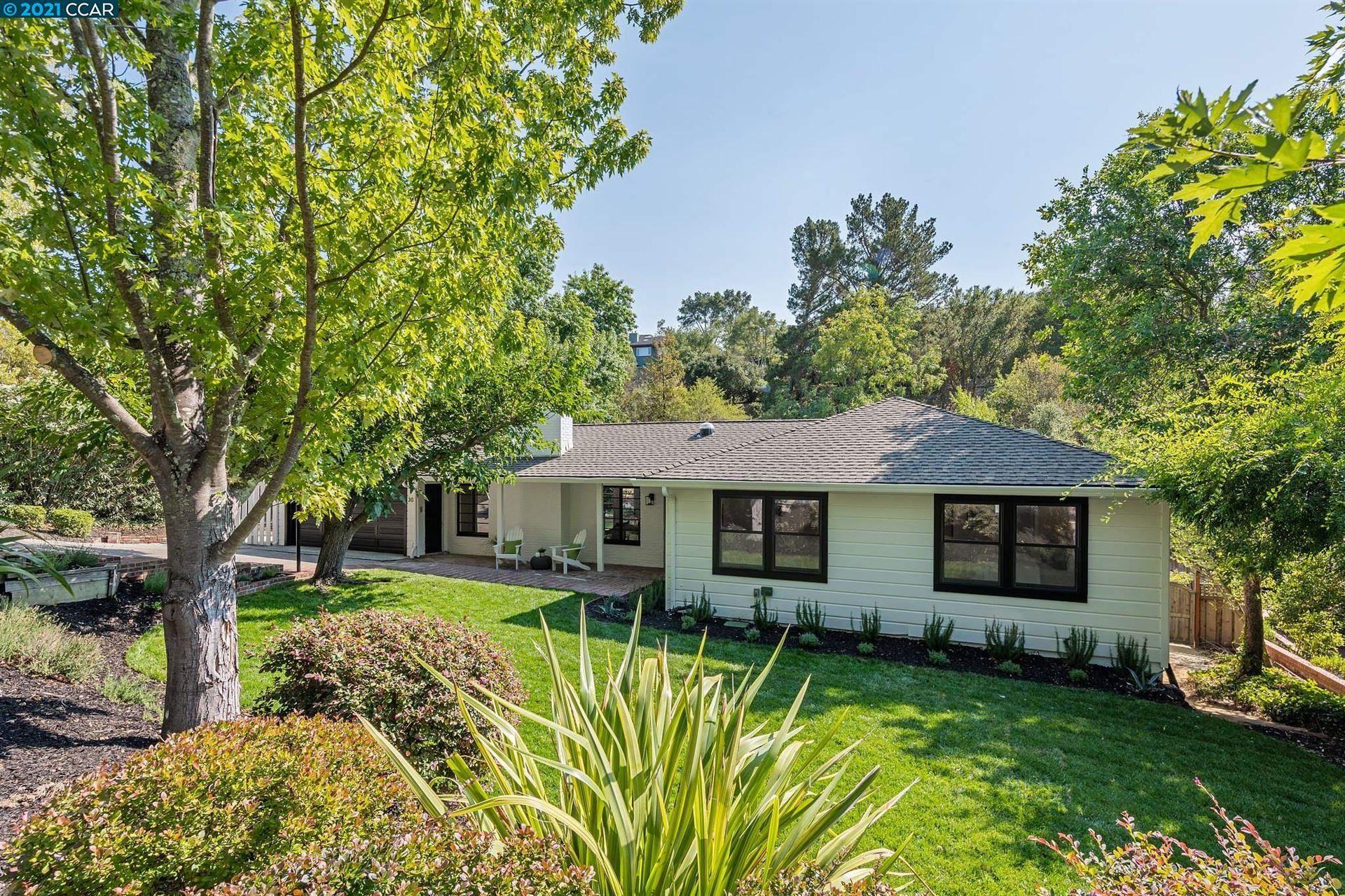 Photo of 30 Meadow Park Ct., ORINDA, CA 94563-3245 (MLS # 40966036)