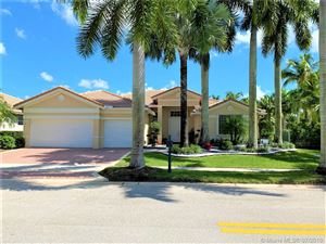 Photo of 1605 S Victoria Pointe Ln, Weston, FL 33327 (MLS # A10599017)
