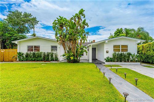 Photo of 8240 SW 42nd St, Miami, FL 33155 (MLS # A10879083)