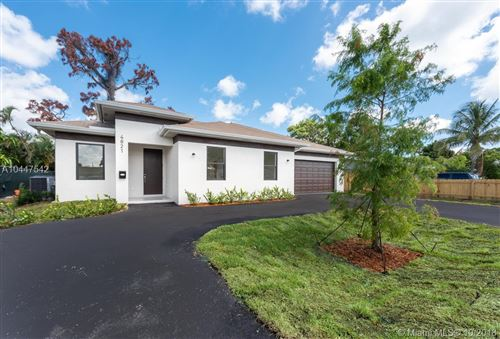 Photo of 4851 Peters Rd, Plantation, FL 33317 (MLS # A10447542)