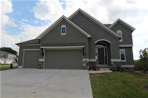 Photo of 14445 Thousand Oaks Place, Parkville, MO 64152 (MLS # 2098246)