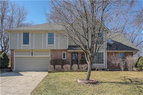 Photo of 204 NW REDWOOD Court, Lees Summit, MO 64064 (MLS # 2208334)